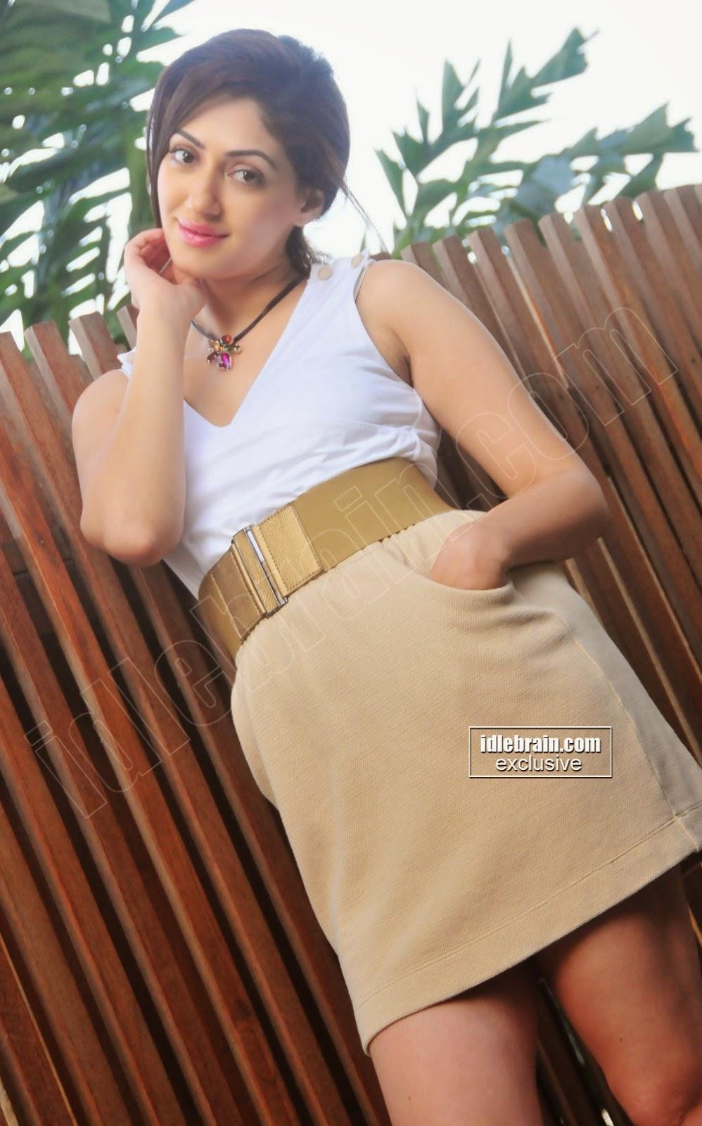 Reyhna Malhotra super thighs