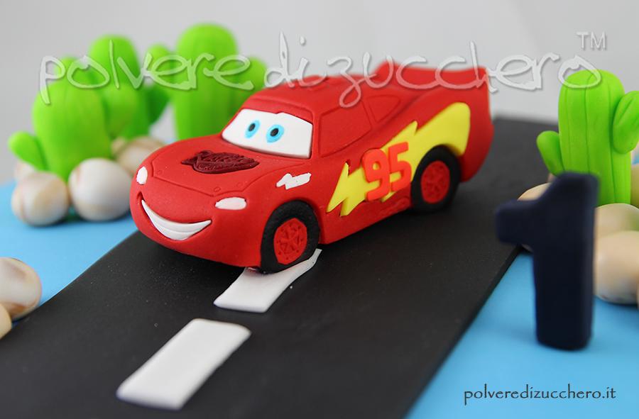 torta decorata pasta di zucchero cake design cars saetta polvere di zucchero compleanno bimbo