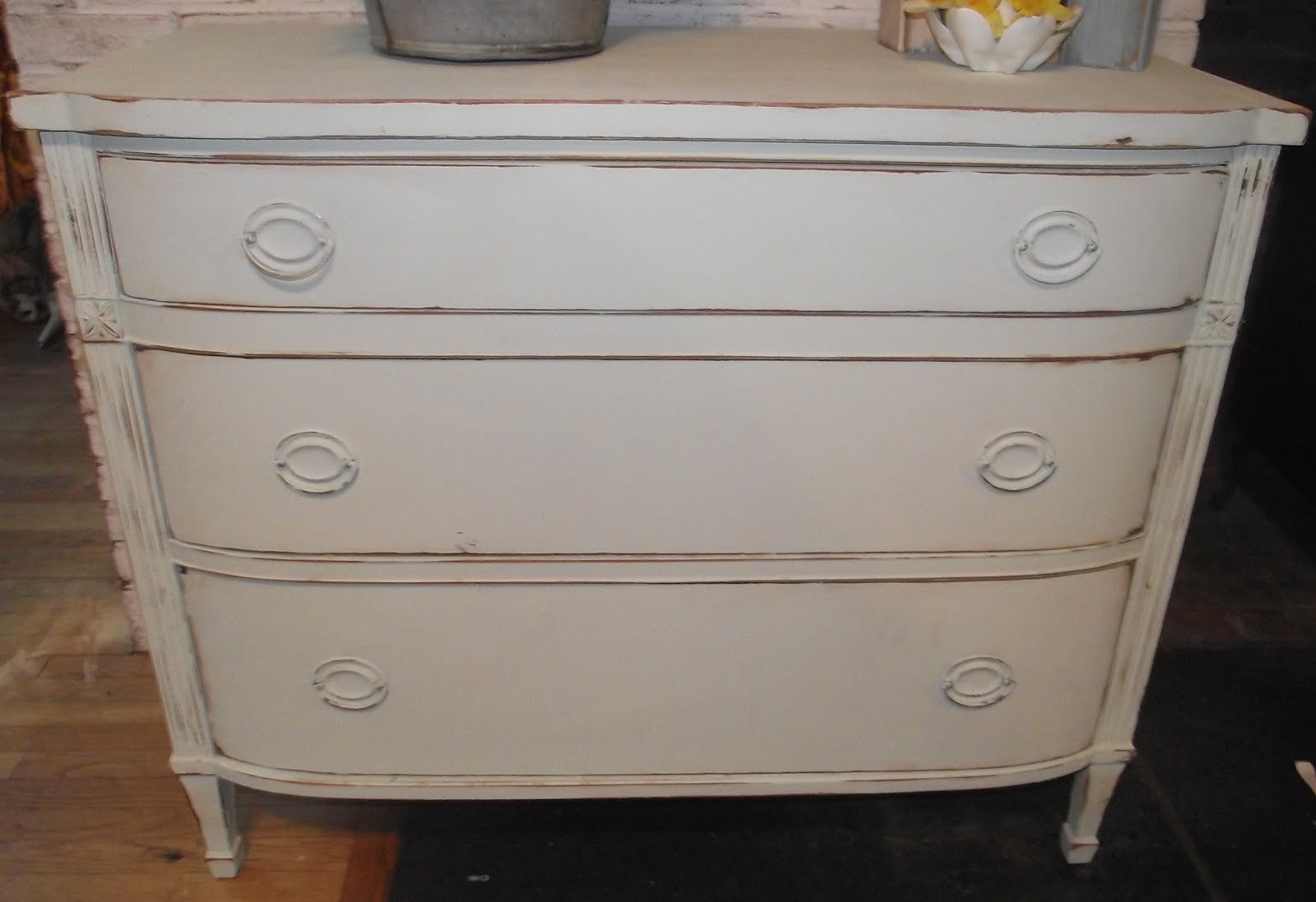 Serendipity chic design shabby chic cottage dresser for Pale perfection paint