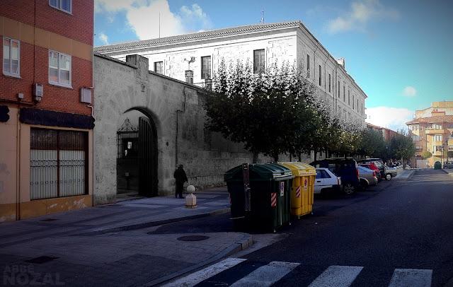 Casa del obispo, lateral sur, 2012 (cc) Abbé Nozal