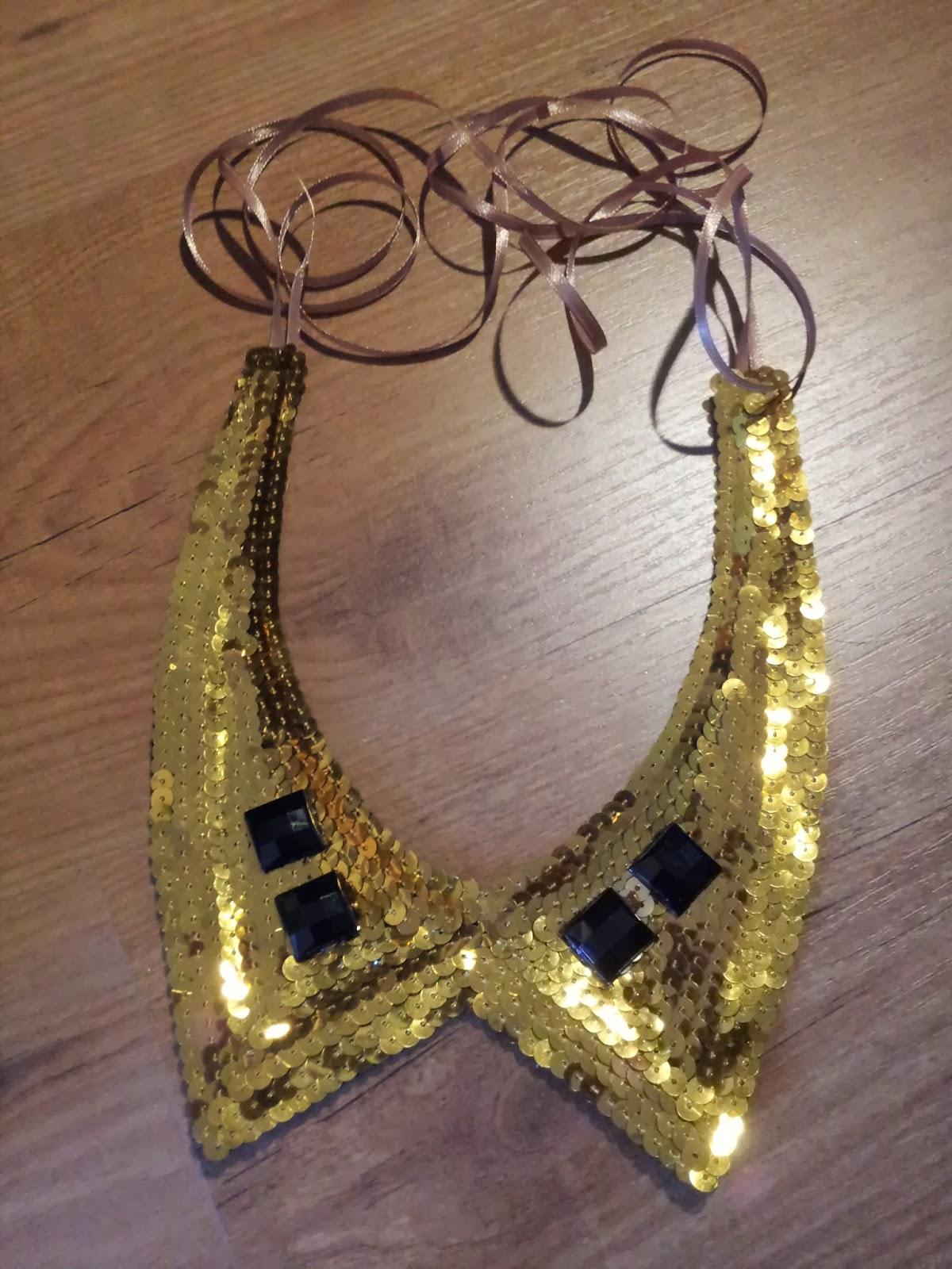 collar babero cuello camisero de lentejuelas doradas y piedras acrilicas negras