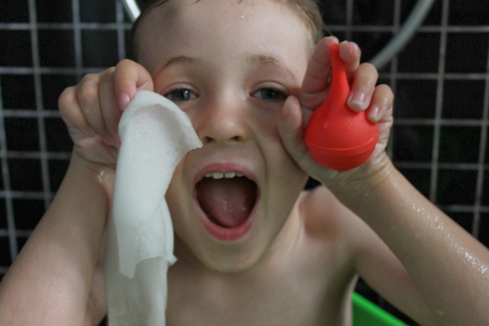 Min kusine maria: alternativ boble leg i badekaret