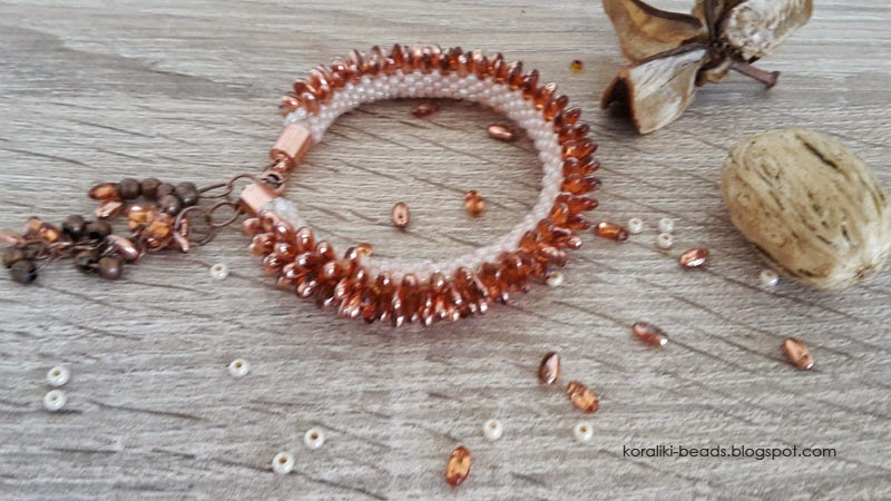 Bransoletka sznur szydełkowo - koralikowy Riso koraliki w kolorze miedzi