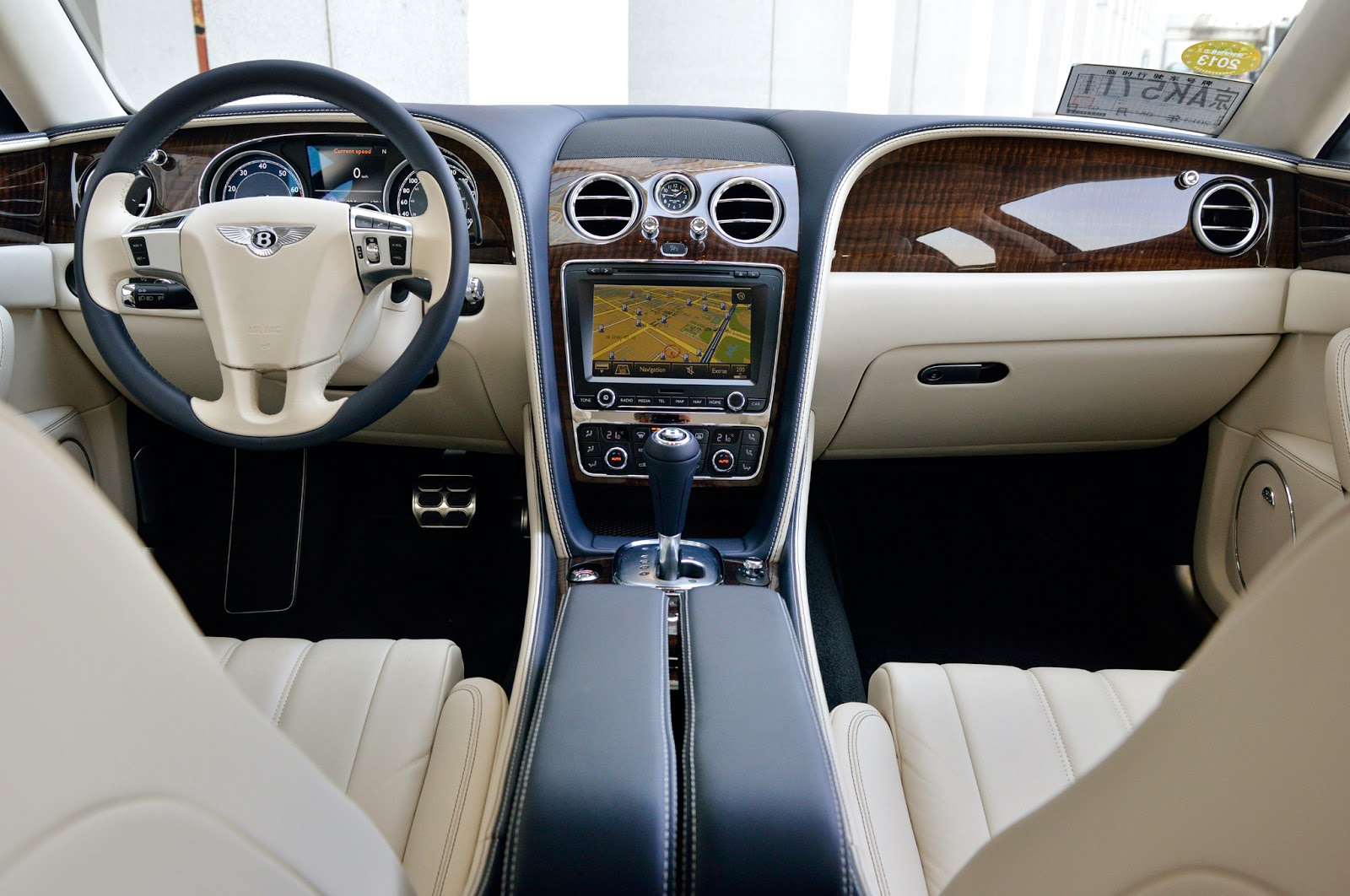 Bentley Flying Spur V8 Interior Image