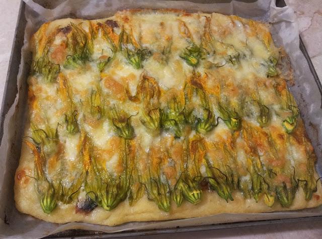 teglia di pizza fiori di zucca e alici