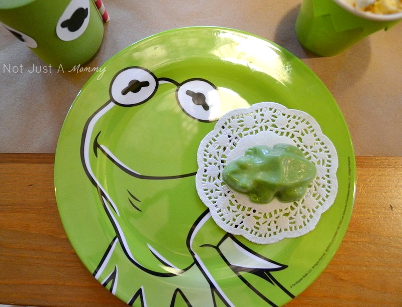 Kiss Me I'm Green Valentine's Day/St. Patrick's Day party plates