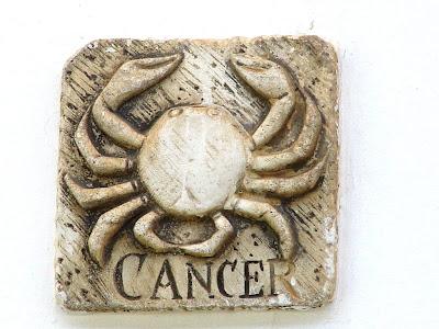 signo cancer tallado en piedra