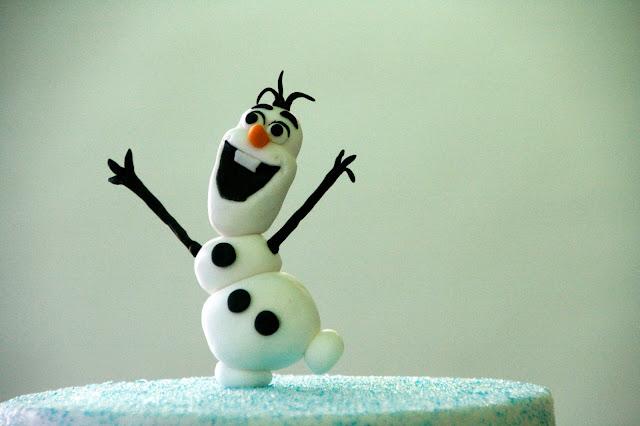 Tarta decorada amb fondant d'Olaf de Frozen