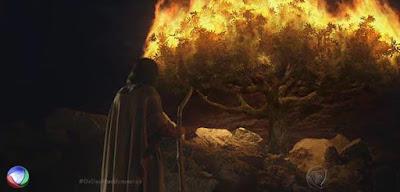 Deus fala com Moisés na sarça- Os Dez Mandamentos
