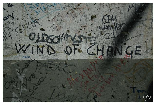 Music & History: Wind of Change - Scorpions & Berlin wall