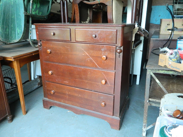 victorian chest via homeologymodernvintage.com