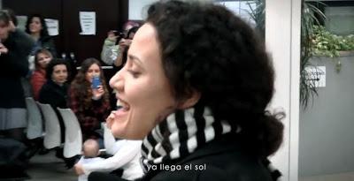 Flashmob de Carne Cruda en una oficina de empleo