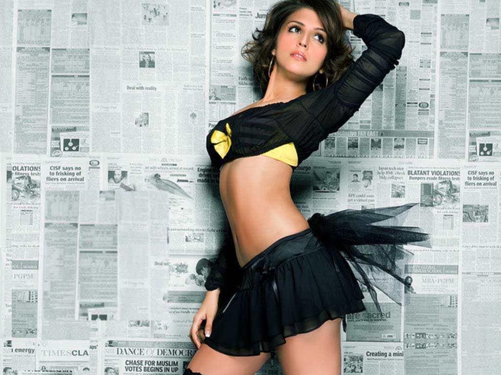 cinimaya :: aarti chhabria hot photo shoot exposing boobsgreeku