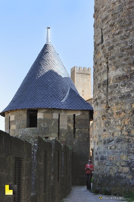 Rétrécissement du chemin de ronde à Carcassonne photo au delà du cliché