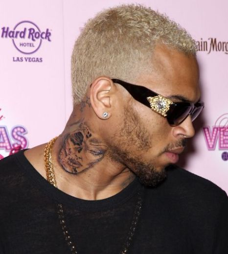 Justin bieber fans chatting group justin bieber i 39 ll get for Chris brown neck tattoo rihanna face