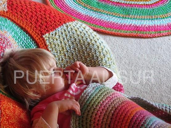 Puerta al sur alfombras ovaldas tejidas a crochet para for Alfombras artesanales tejidas a mano