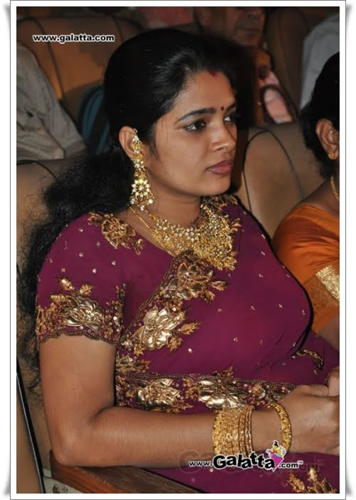 TAMIL AUNTY ACTRESS HOT SUPER CLEAVAGE NAVEL GALLERY