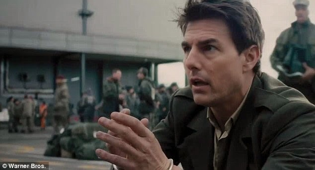 Tom Cruise (William Cage)