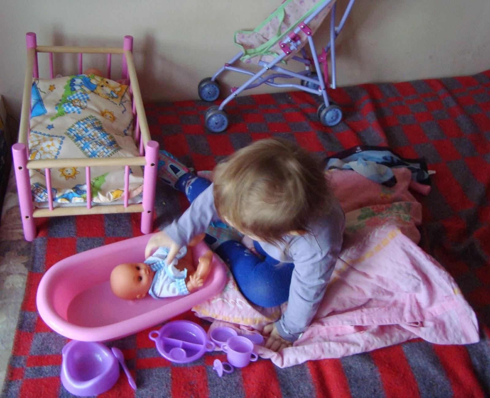 zbawa w dom, lalki, łóżeczko dla lalek, wózeczek