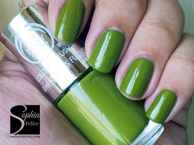 colour crush nails 520 hemp over heals