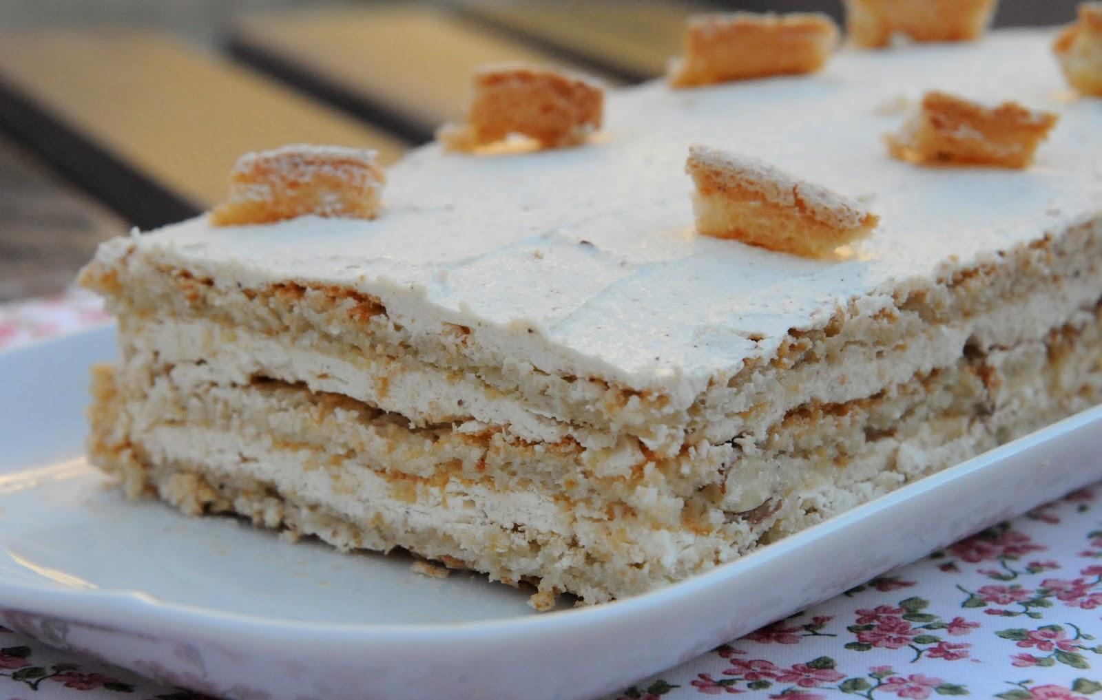 Cette recette, je la tiens d\u0027un cours de pâtisserie que j\u0027ai pris à  l\u0027Atelier de Georgiana. C\u0027est le gâteau idéal pour écouler les blancs  d\u0027oeufs.