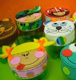 http://www.manualidadeson.com/dulcero-con-botellas-de-plastico.html