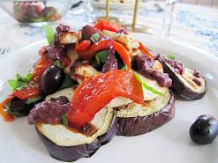 Grillatut kasvikset, halloumi ja oliivikastike