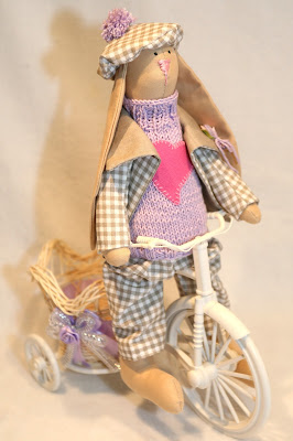 Интерьерный текстильный зайчик ручной работы