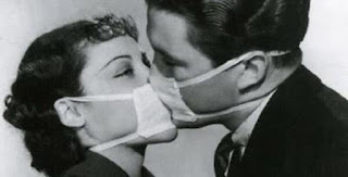 surgical-mask-kiss-655x3331.jpg