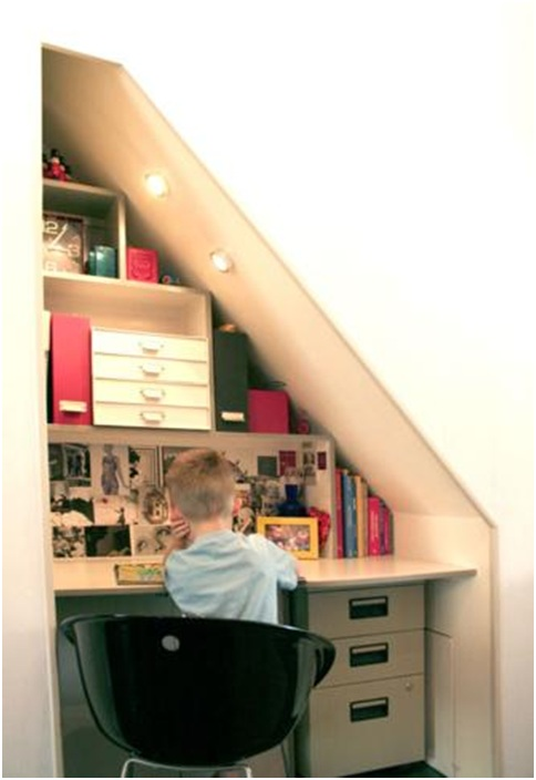 OFFICE DESKS UNDER THE STAIRS : DESK AND OFFICE DECORATION