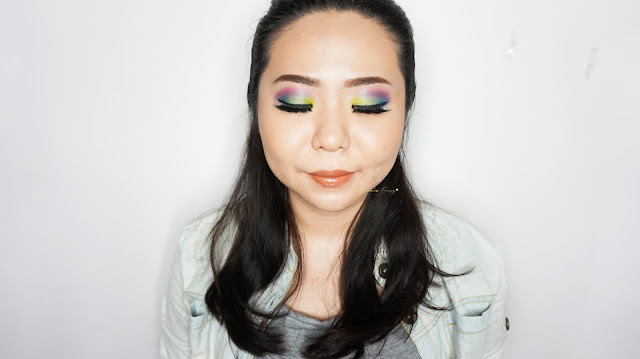 The aquatic neon color makeup inspired by the mermaid, the corals and the sea using Urban Decay Electric Palette. A combination of neon purple and blue with green and yellow on the eyes.