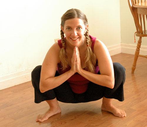how to keep knees behind toes squat