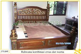 Tempat tidur ukiran kayu jati Rahwana paduan melamine emas warna