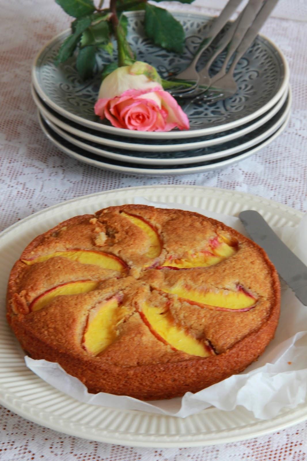 Volkoren spelt-amandeltaart met nectarine - www.desmaakvancecile.com