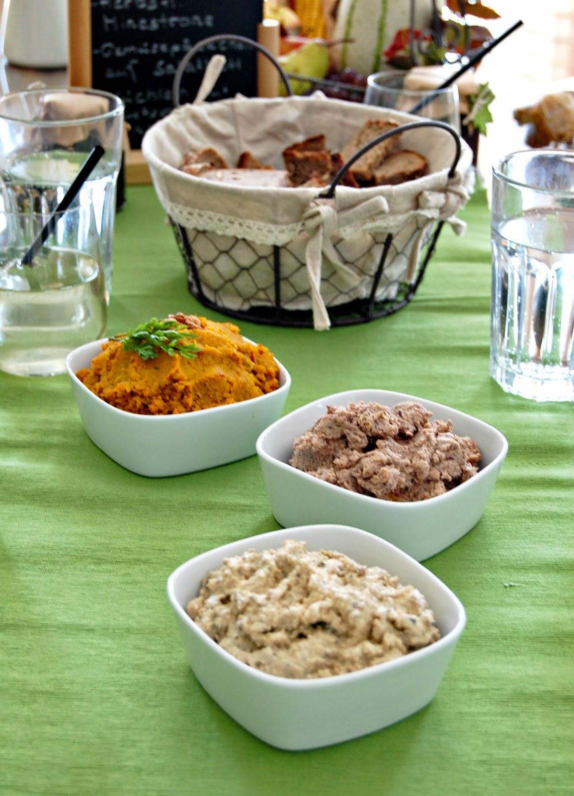 Dinner, vegan, food, foodblogger, eatclean, kipferlundkrapferl, aufstriche, zwiebelaufstrich, verhackertes, kürbisaufstrich, vorspeise