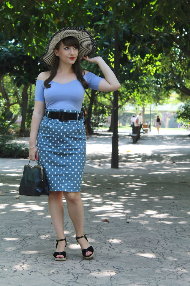 50s summer bombshell outfit with floppy sunhat