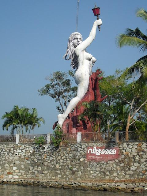 статуя свободы в индийском варианте