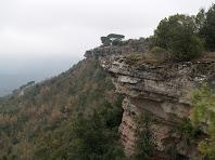 Espadats orientals del Turó de l'Enclusa, sobre el Collet dels Tres Termes