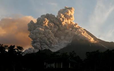 Gambar Gunung Meletus Terseram Di Indonesia