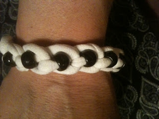 crafty jewelry: recycling t-shirt into bead bracelet