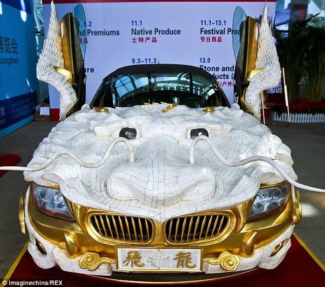 في الصين : سيارة BMW Z4 تتحول للتنين الذهبي على عجلات !