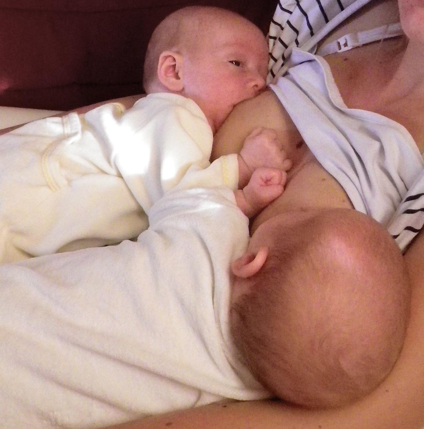 lactancia materna gemelos mellizos criando múltiples