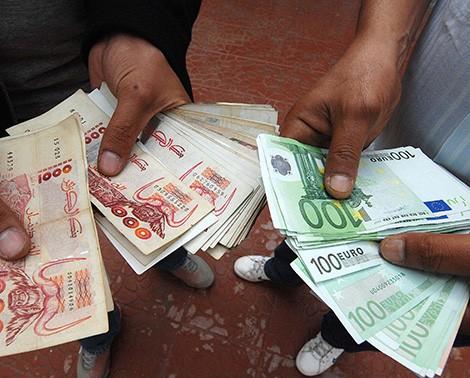 بورصة الأورو والدولار تشتعل euro+dinar.jpg