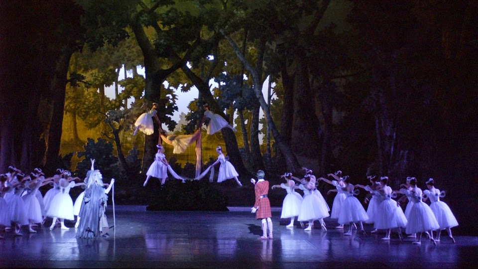 Pierre Lacotte's reconstruction of La Sylphide - photo Christian Leiber