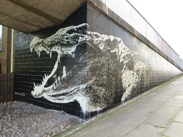 Klingatron's Crocodile graffiti at Charing Cross Glasgow