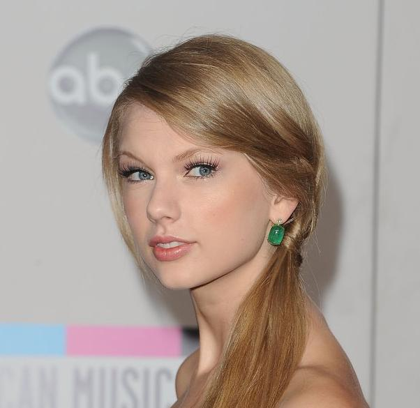 ... gaya-rambut-taylor-swift-slideshow/taylor-swift-photo-1335890135.html