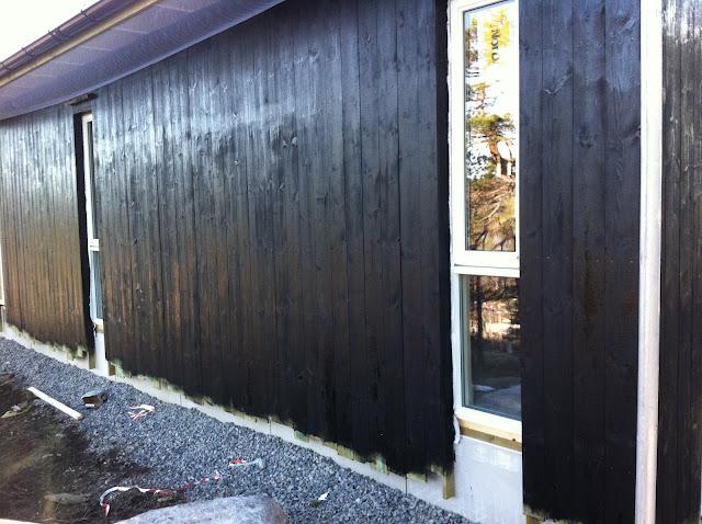 ... fungerte bra i sort mot hvite vinduer. Langside mot s?r?st