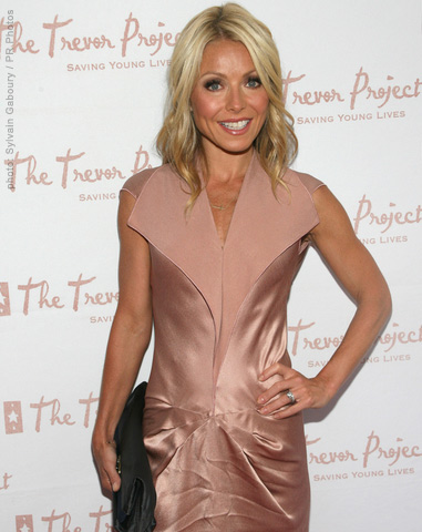 Damon Cool Picture: Kelly Ripa Cuts Her Hair Beauty & Fashion Articles ...