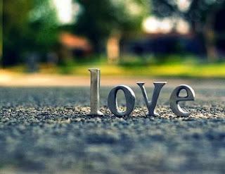 Tanda Ciri Orang Jatuh Cinta