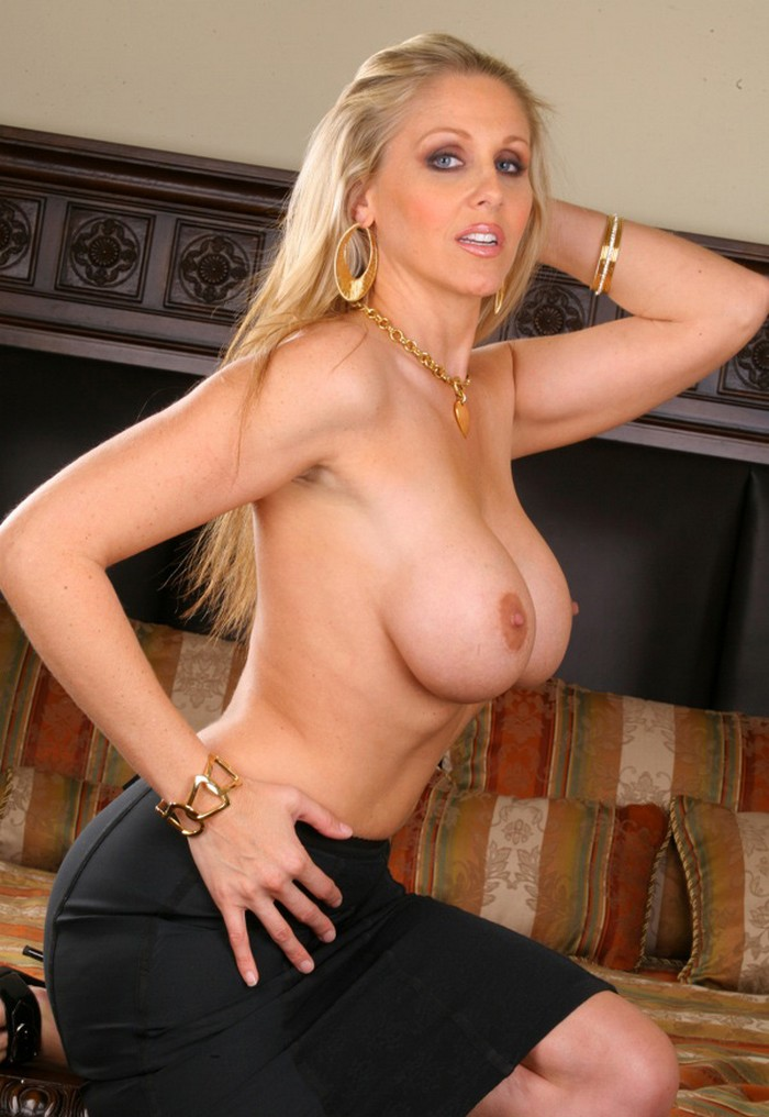Official Site Of Milf Pornstar Julia Ann